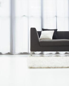 黑色四角沙发文艺窗帘
